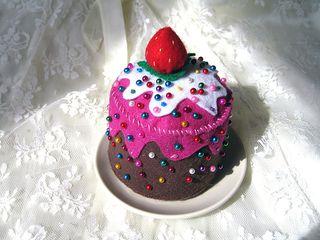 felt cake pincushion.jpg